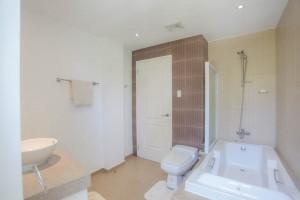 boracay villa Guest bathroom 3
